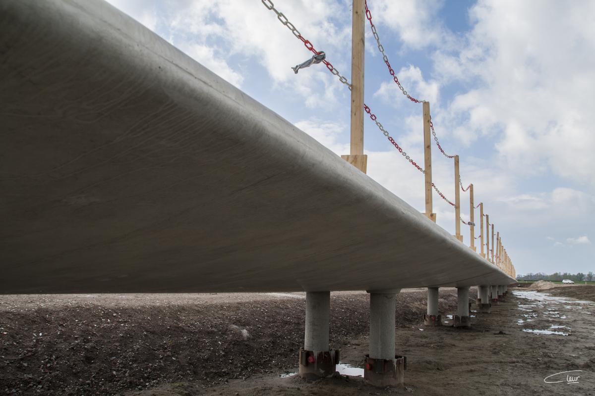 Onder de nieuwe brug